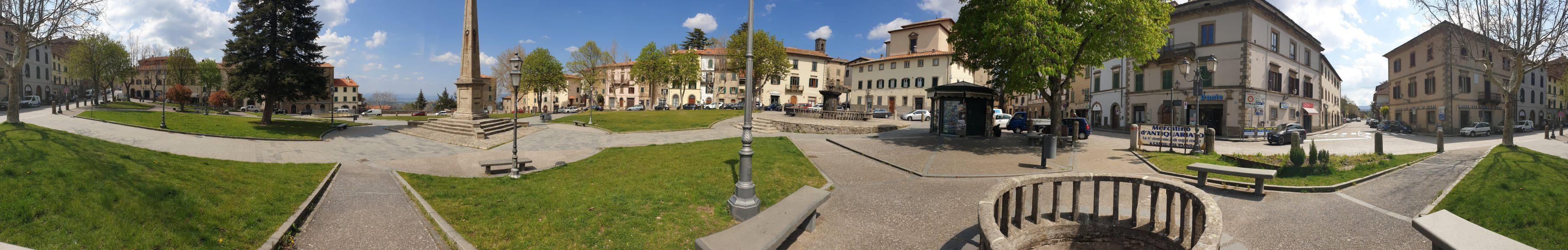 Rundumblick durch eine toskanische Stadt